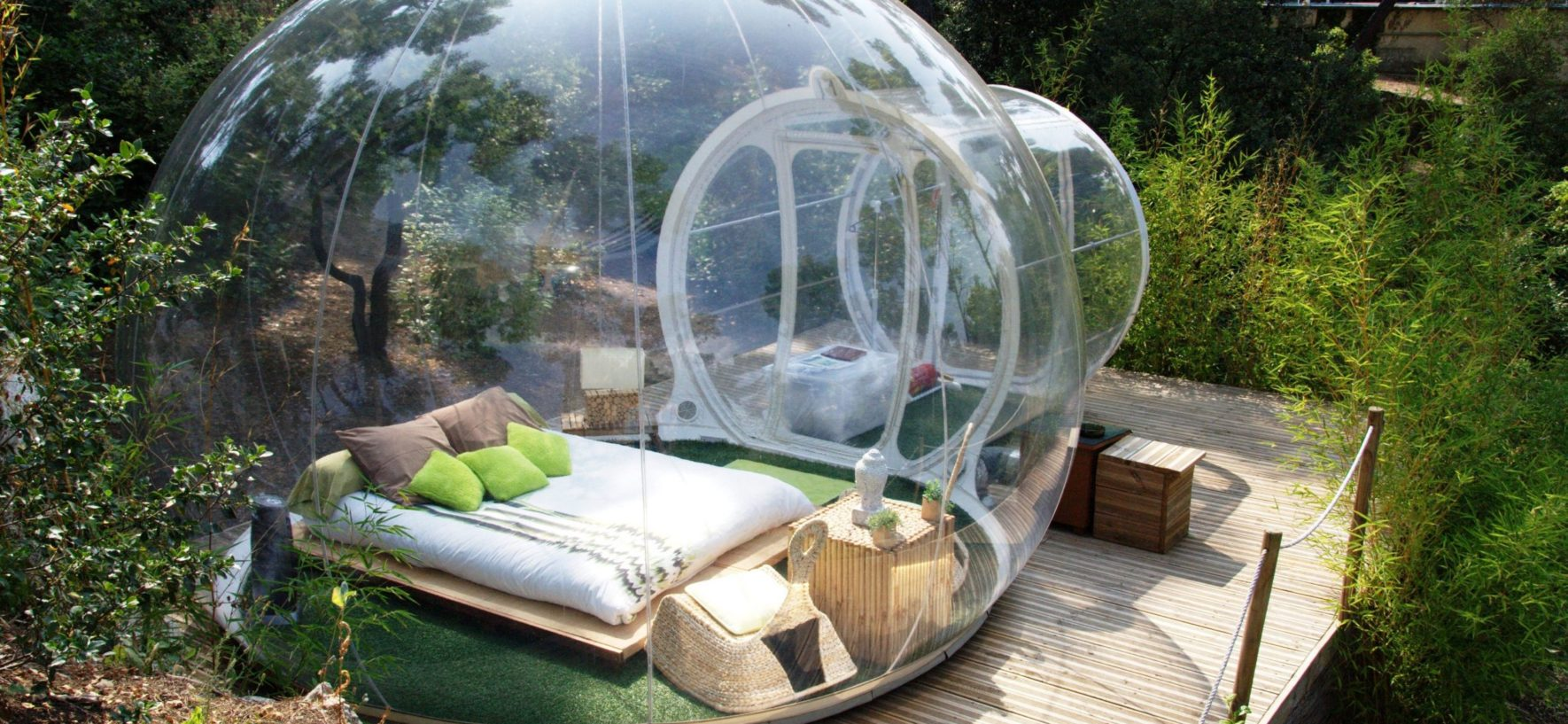 Il nuovo camping, tende sospese, botti, bolle e case sull'albero!