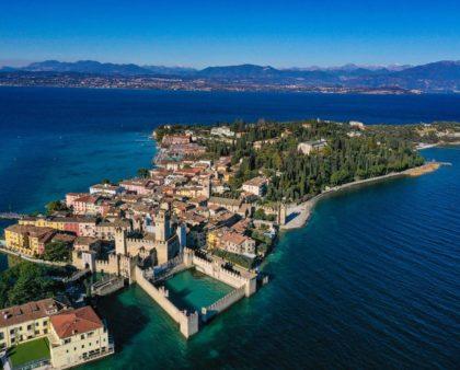 Sirmione: il piccolo borgo sul Lago di Garda.