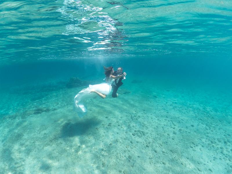 Matrimonio e servizio fotografico sott'acqua